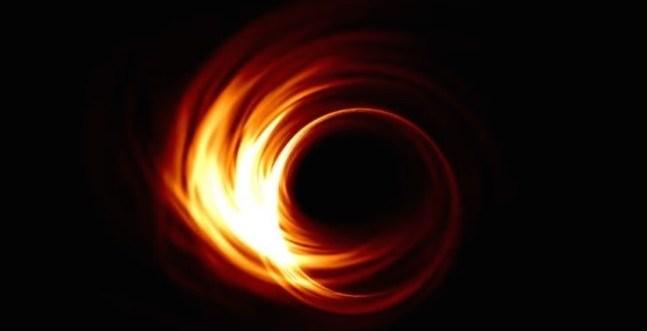 """الثقب الأسود العملاق """"مسييه 87"""" يكشف عن أسراره"""