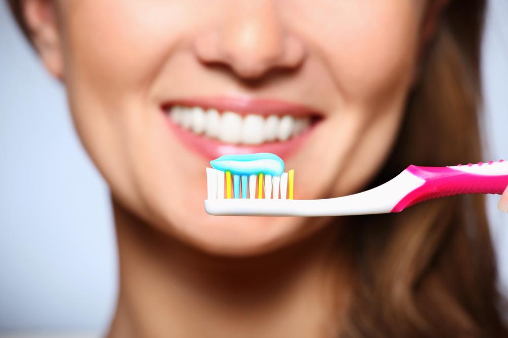 كيف تعتني ب نظافة فرشاة الأسنان للحفاظ على صحة الفم