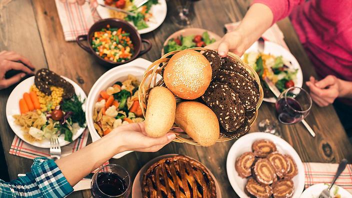 انخفاض مستويات السكر و الشعور بالجوع المستمر