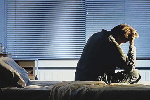 هل تعاني من الاكتئاب الصباحي و المزاج السيئ عند الاستيقاظ ما أسبابه و كيف تتخلص منه أعراض الاكتئاب الصباحي