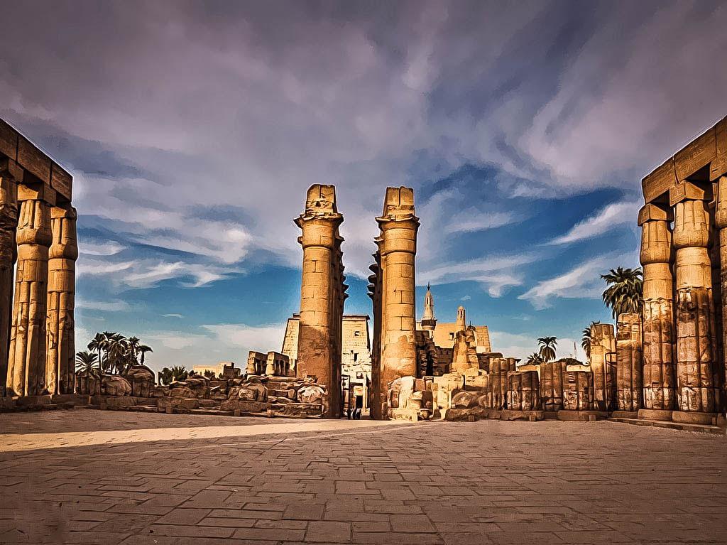 مدينة المئة باب أو مدينة الشمس .. الأقصر تاريخ الحضارة المصرية على شاطئ النيل