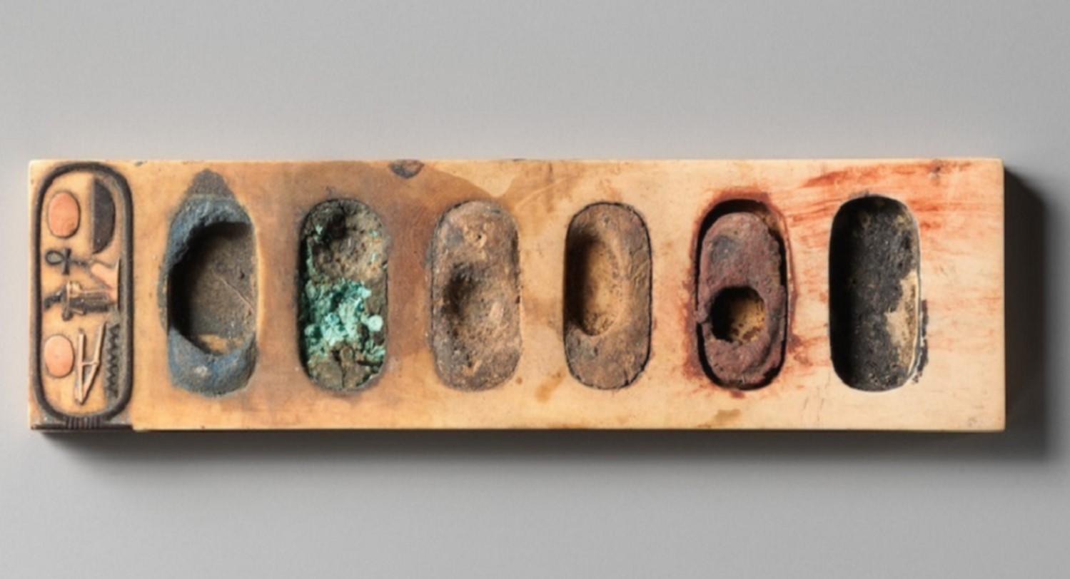 لوحة ألوان من مصر الفرعونية كان يستخدمها الفراعنة للرسم