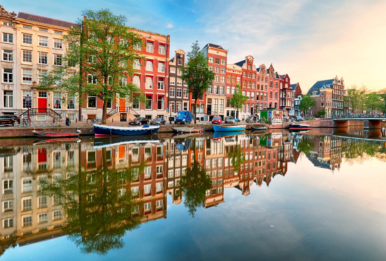 أهم المعالم الأثرية في هولندا السياحة في هولندا العملة في هولندا العملة في هولندا الطبيعة والمناخ في هولندا أجمل المدن السياحية في هولندا حدائق كيوكينهوف متحف فان جوخ